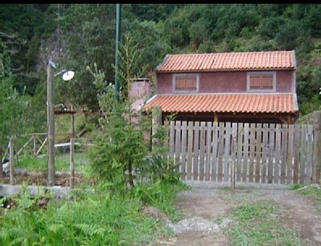 Casa Laurissilva - São Vicente - Cabaña