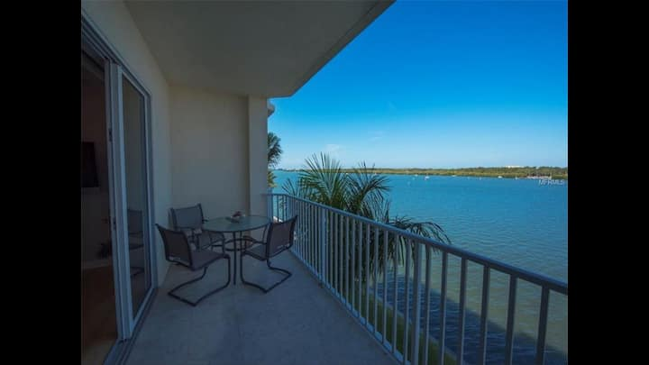 Waterfront  Boca Ciega minutes from beaches