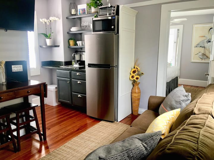 1 Bedroom with living room/kitchenette