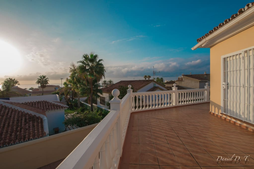 Fantastic house to 50 meters from the beach and Marina Benalmádena, in the heart of the Costa del Sol.
