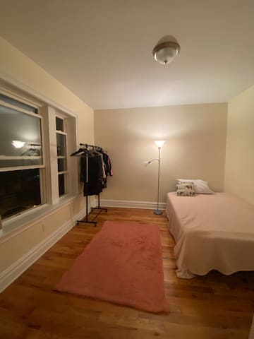Cozy and Clean Bedroom Close to Manhattan NY