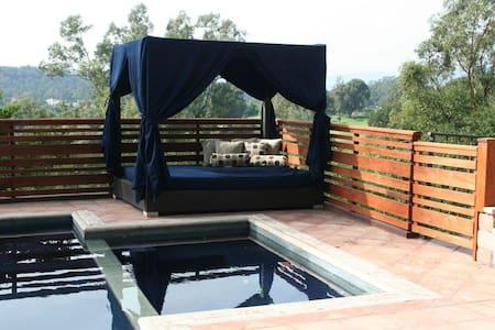 The Ojai pool and spa estate - Ojai - Loma-asunto