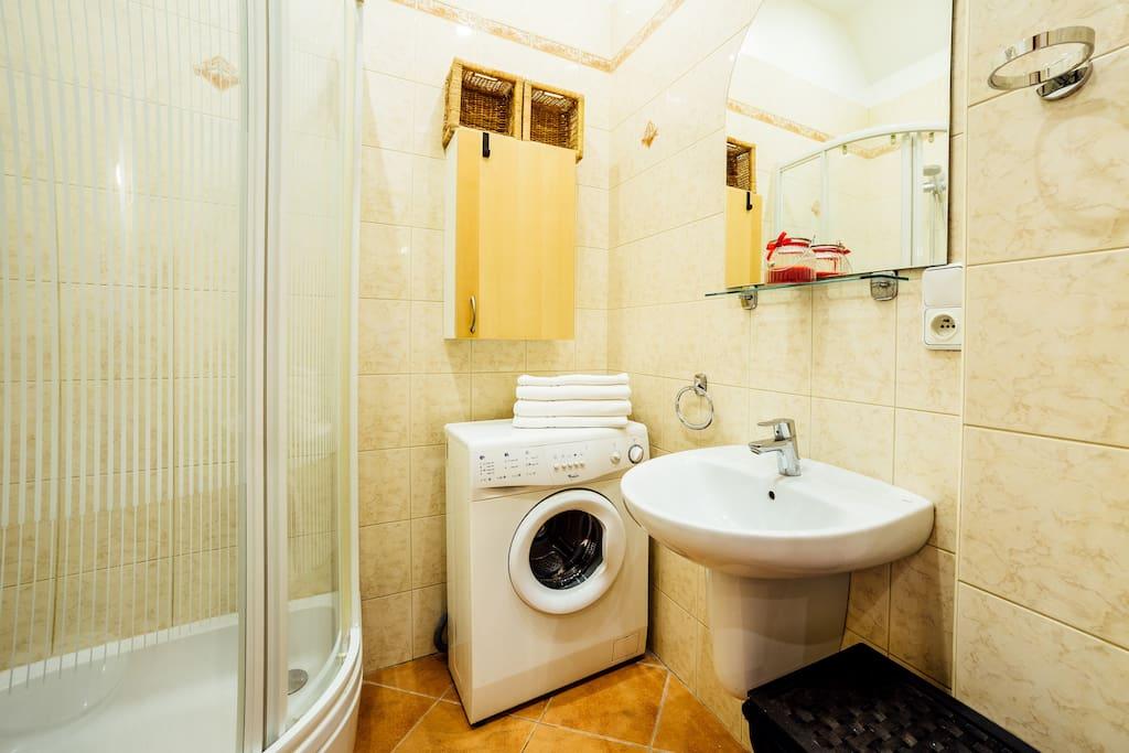 Łazienka, prysznic, pralka