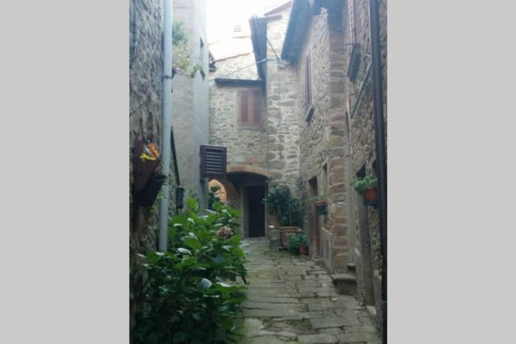 Per le vie del borgo