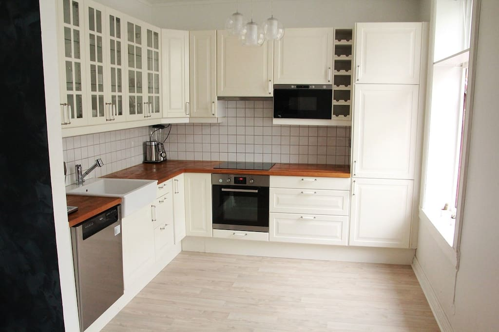 Beautiful kitchen for all your cooking needs.