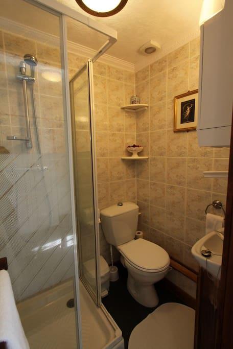 les glycines b b the white room chambres d 39 h tes louer huelgoat bretagne france. Black Bedroom Furniture Sets. Home Design Ideas