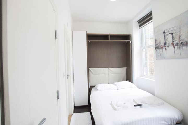 Adorable single bedroom in Charlotte Street by Allô Housing