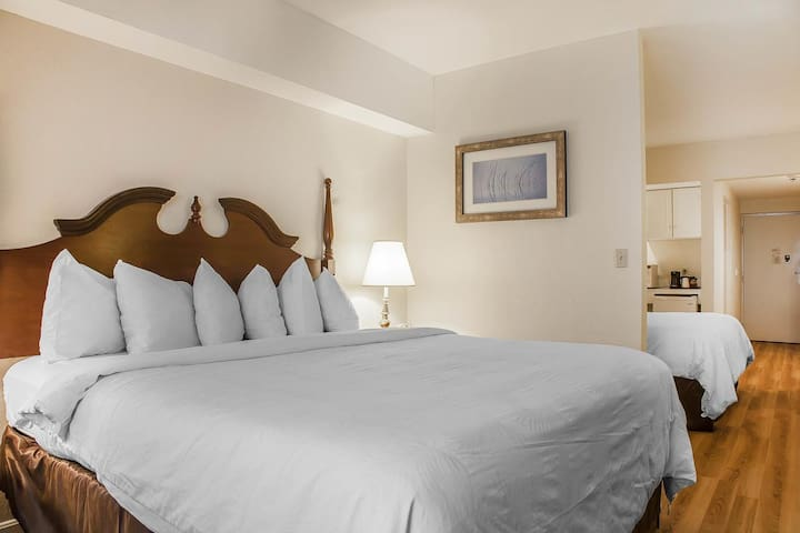 Atlantic Beach Hotel & Suites; 2 Bed Suite
