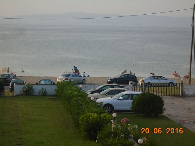 HOLIDAY APARTMENT BY THE SEA - Thessaloniki - Leilighet