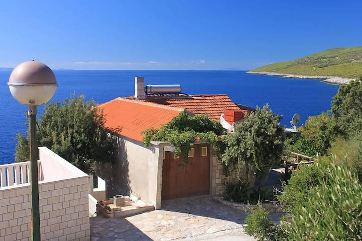 One bedroom apartment near beach Zavalatica, Korčula (A-9274-b) - Čara - Apartemen