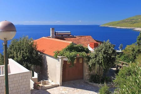One bedroom apartment near beach Zavalatica, Korčula (A-9274-b) - Čara