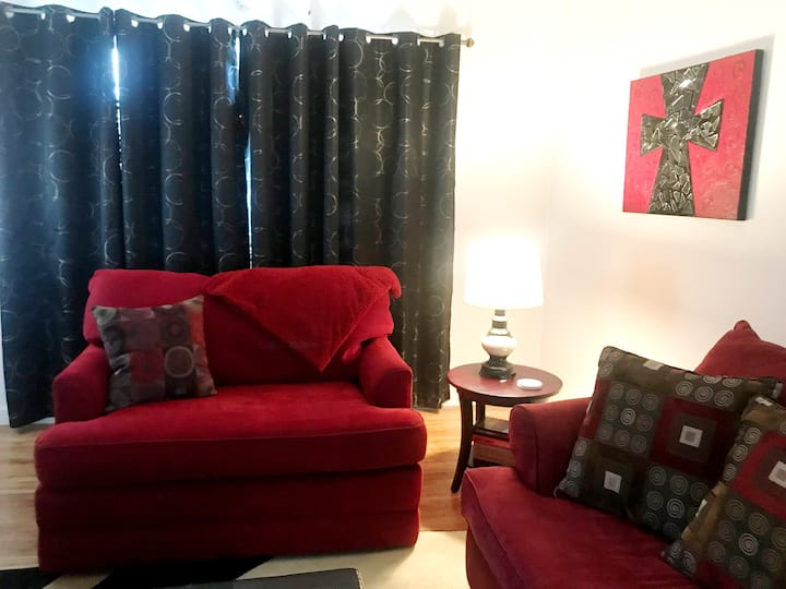 Perfect Location! Walking distance from Main Strip