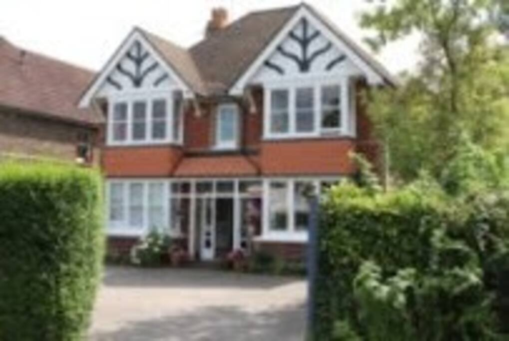 Edwardian Guest House close to Gatwick Airport