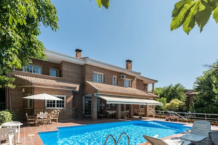 Large luxury villa with private pool near Madrid