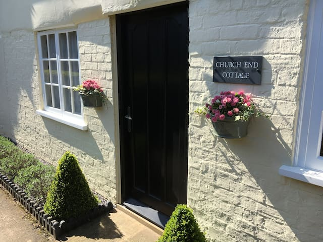Church End Cottage - Wedding/Holiday/Golf/Business