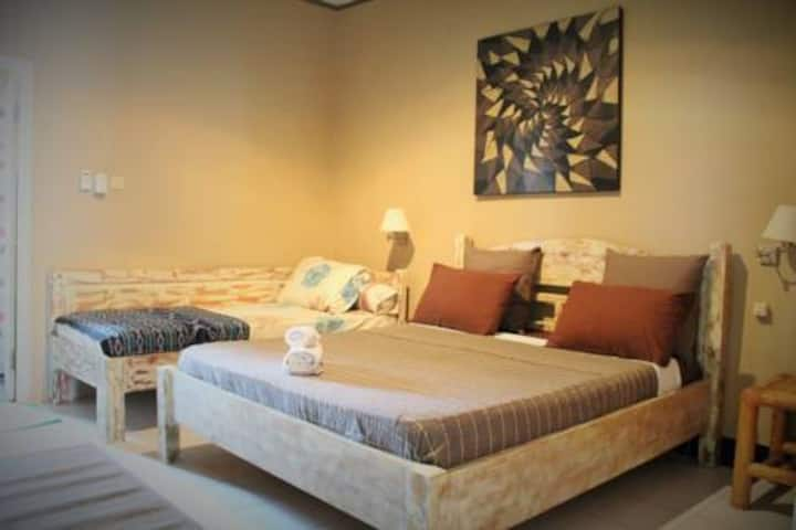 Sapphire Guest House (double & single bed)