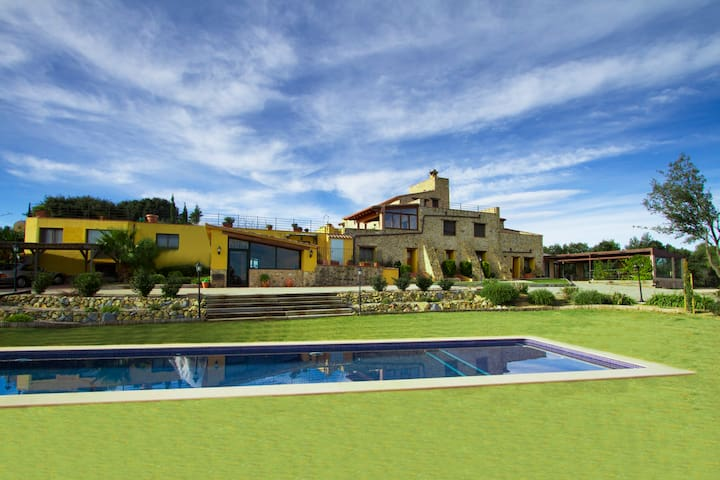 Mas Estela Hotel secluded farmhouse,  great views - Llers - House