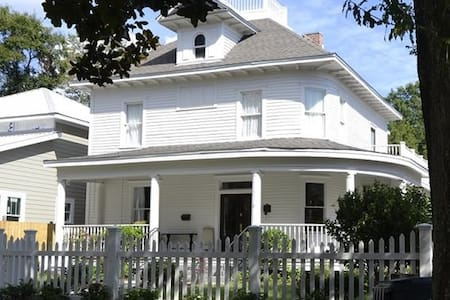 Historic home and bed & breakfast - Gulfport - Bed & Breakfast