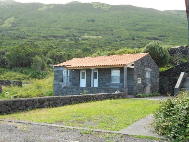 Casa da Avó Filomena/2. Studio. Rural surroundings - Terras Limpas - Huis