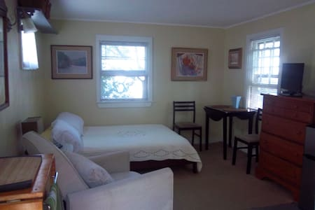 Cozy Cottage Sleep Studio - Provincetown - 独立屋