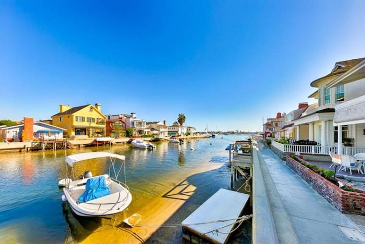 20% OFF AUG - Waterfront Home w/ Deck, Dock + Walk to All