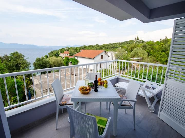 Apartments Vesela - Comfort One Bedroom Apartment with Balcony and Sea View