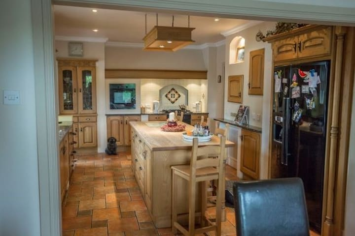 Lovely, spacious room in Charming Country House