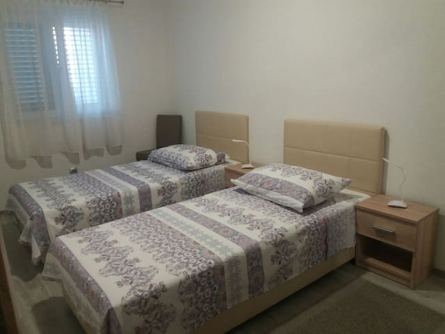 The same room with twin beds