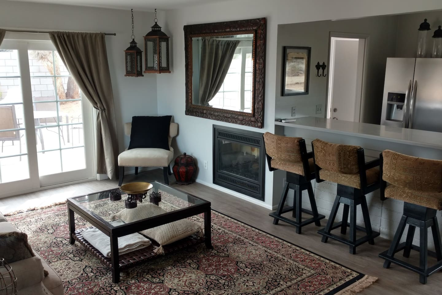 Living Room & Dining Counter