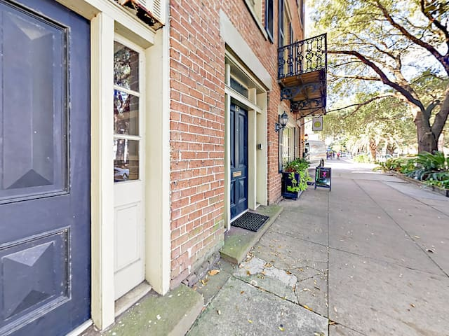 Located across from Lafayette Square and the historic Cathedral of St. John the Baptist, enjoy easy access to experience all that Savannah has to offer.