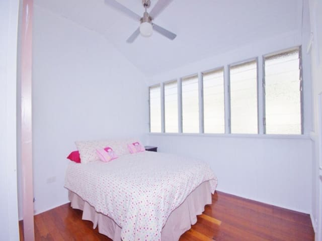 Room for rent in family home - Mackay - Casa