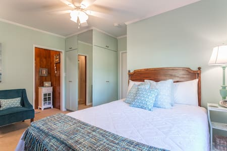 GUEST SUITE & POOL - COMPLETE PRIVACY & COMFORT! - Los Angeles - House