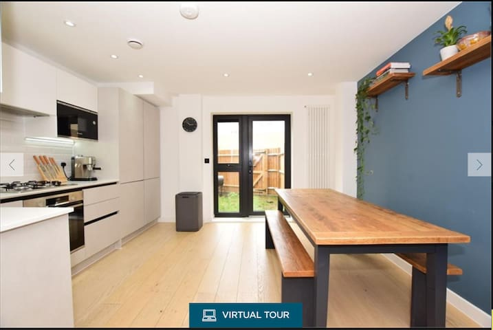 Modern duplex apartment direct links to the city