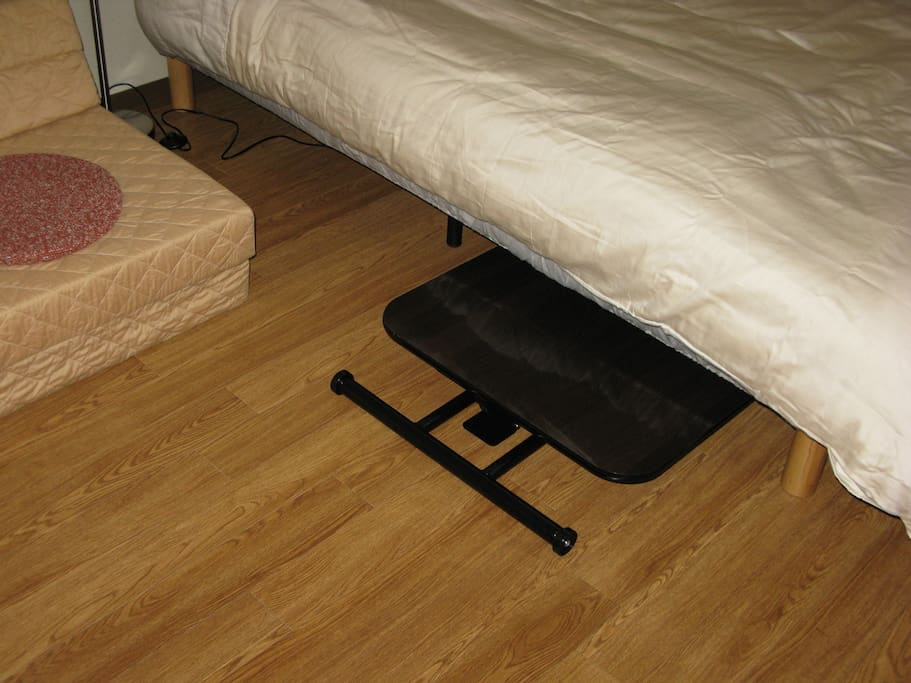 Magic table becomes low and can enter under the bed