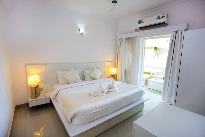 All White Suite 1 BHK / Boutique Hotel in Vagator