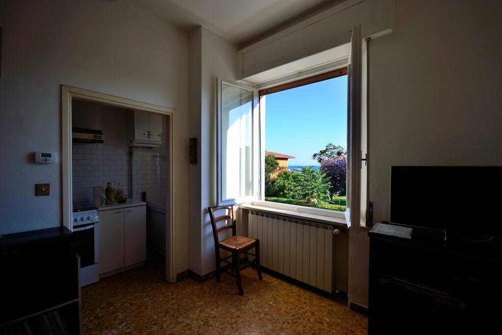 Il soggiorno. Vista mare. The view from the dining room.
