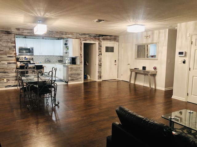 Close to Downtown St Pete, Trop, Beaches and Tampa