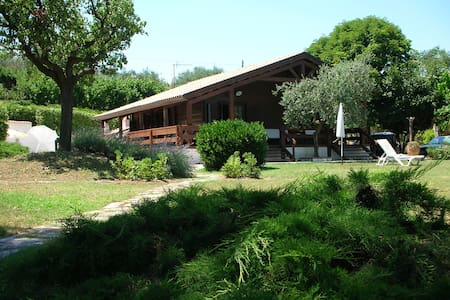 Beautiful cottage hidden in the green sea view - Acquaviva Picena - บ้านพักตากอากาศ