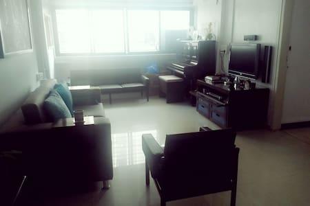 Cozy Room at Colaba/Cuffee Parade - Mumbai - Apartment