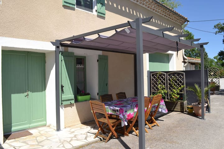 Gîte with heated swimming pool.