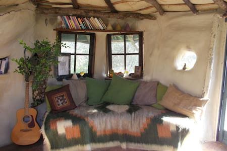 Round rustic retreat in nature - Ceriana - Overig
