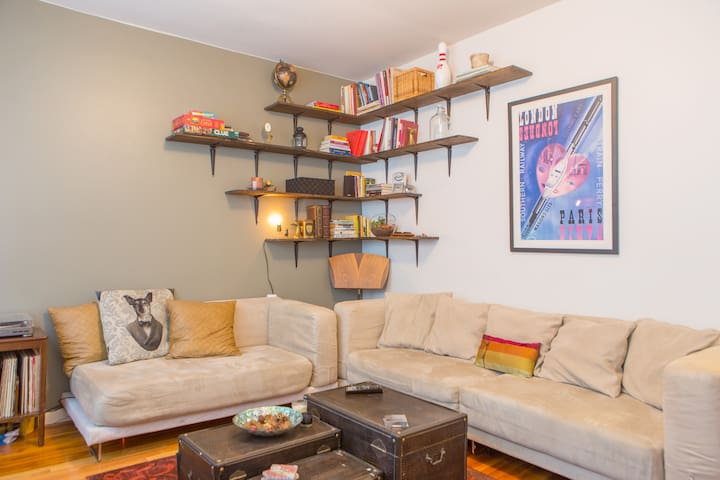 Private Room Steps from the Subway! - New York - Appartement