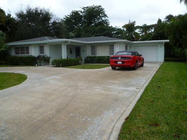 Island Living, 3Br Home, Just Short Walk to Beach - West Palm Beach - Talo