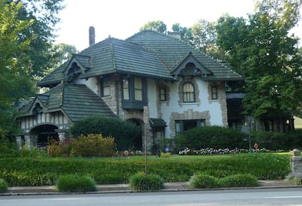 Private Suite of Historic Home! - Memphis