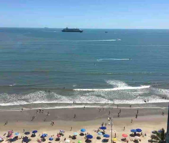 Frente Mar B. Camboriú 2suítes+2Qts Ar+TVcabo+WIFI