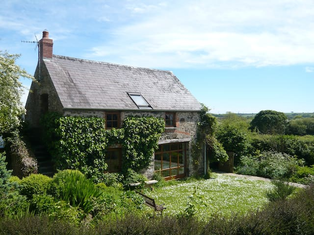 Landsker House, Little Loveston - Kilgetty - House