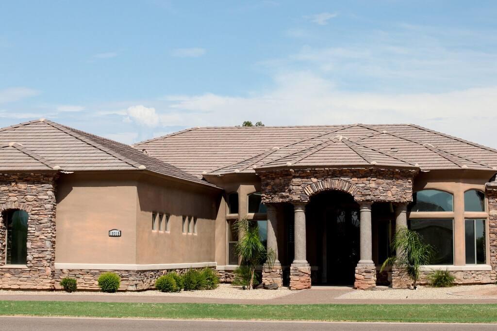 Private custom home spring training houses for rent in for Waddell custom homes