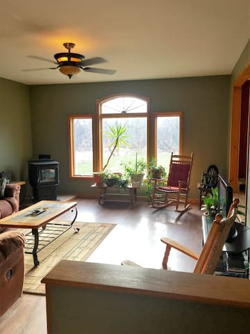 3 bedroom home in country setting - Pet Friendly - Waterbury - House