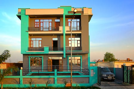 Guest house in greater noida - Greater Noida