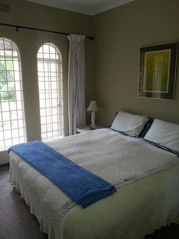 JOHANNESBURG - TWO GUEST ROOMS - Йоханнесбург